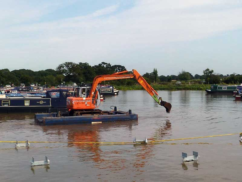 8 tonne long reach on modular pontoon