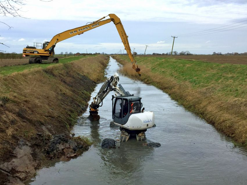 Weed Removal Black Sluice South Forty Foot Drain